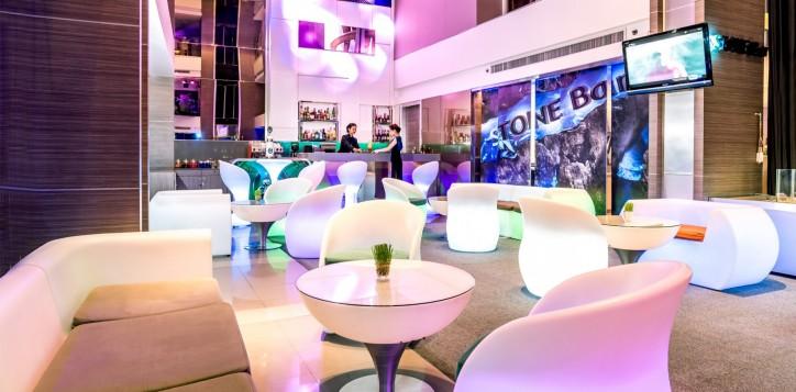 novotel-bangkok-fenix-silom-bar_restaurant-stone-bar-2