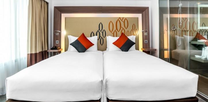 novotel-bangkok-fenix-silom-guest-room-superior-room-twin-beds-2