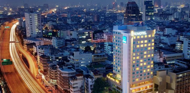 novotel-bangkok-fenix-silom-homepage-facade-2