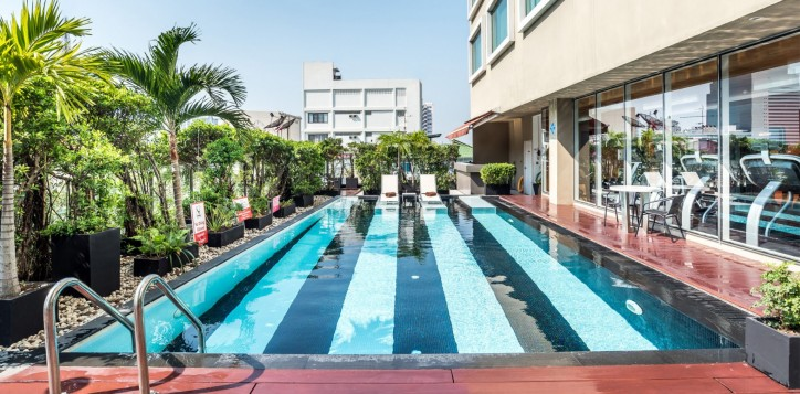 novotel-bangkok-fenix-silom-homepage-swimming-pool
