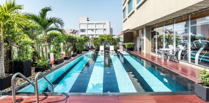 novotel-bangkok-fenix-silom-homepage-swimming-pool