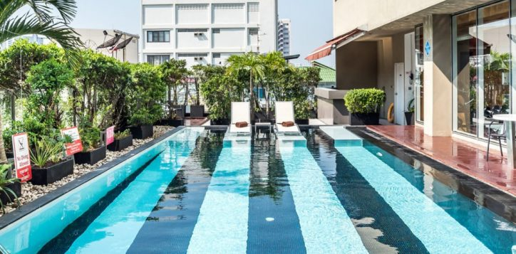 novotel-bangkok-fenix-silom-homepage-swimming-pool2-2