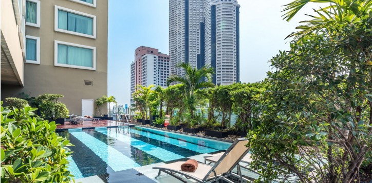novotel-bangkok-fenix-silom-swimming-pool-002-2