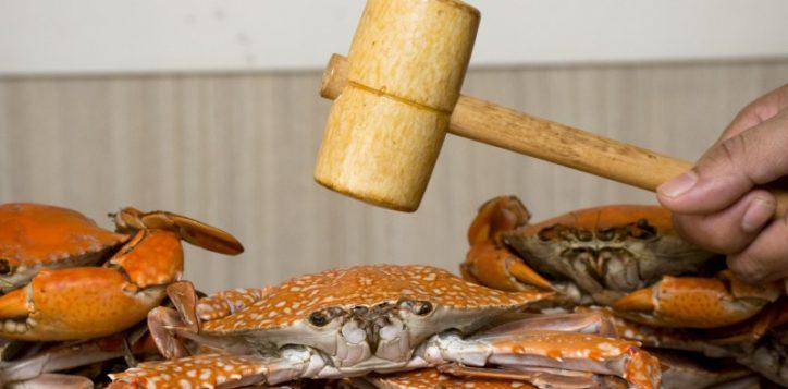 whack-a-crab-dinner-buffet-novotel-bangkok-silom1-2