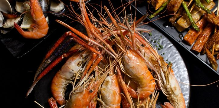 flaming-prawn-and-rock-lobster_047-2
