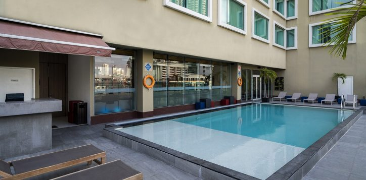 novotel-bangkok-fenix-silom-swimming-pool-1-2